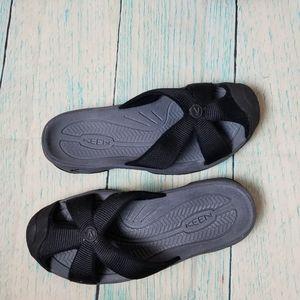 Keen Bali  slip on black  sandals size 6